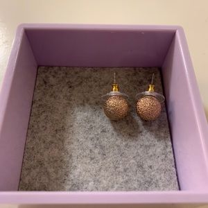 2/15 Sparkly gold tone earrings